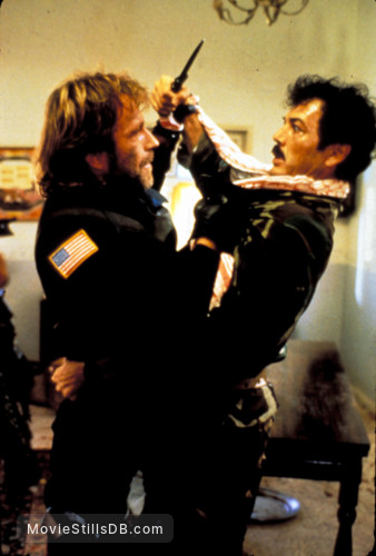 The Delta Force - Publicity still of Chuck Norris & Robert Forster