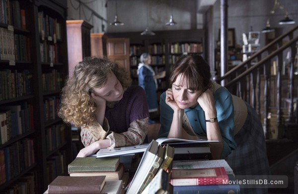 The Bookshop - Publicity still of Emily Mortimer & Honor Kneafsey