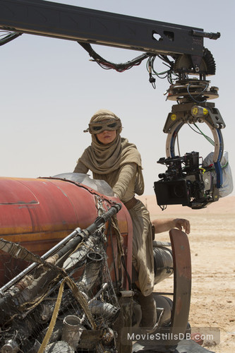 Star Wars: The Force Awakens - Behind the scenes photo of Daisy Ridley