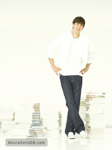 10 Things I Hate About You - Promo shot of Nicholas Braun