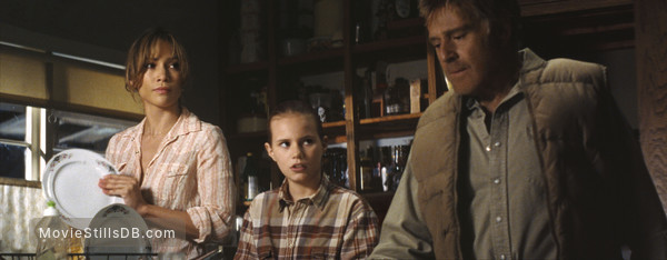 An Unfinished Life - Publicity still of Jennifer Lopez, Robert Redford & Becca Gardner