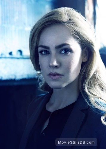 12 Monkeys - Promo shot of Amanda Schull