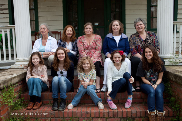The Conjuring - Behind the scenes photo of Mackenzie Foy, Joey King, Shanley Caswell, Hayley McFarland, Kyla Deaver, April Perron, Andrea Perron, Nancy Perron, Christine Perron & Cynthia Perron