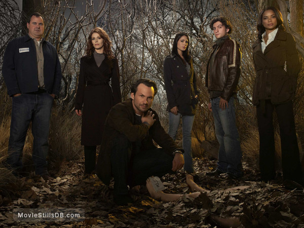 The Forgotten - Promo shot of Bob Stephenson, Heather Stephens, Christian Slater, Michelle Borth, Anthony Carrigan & Rochelle Aytes