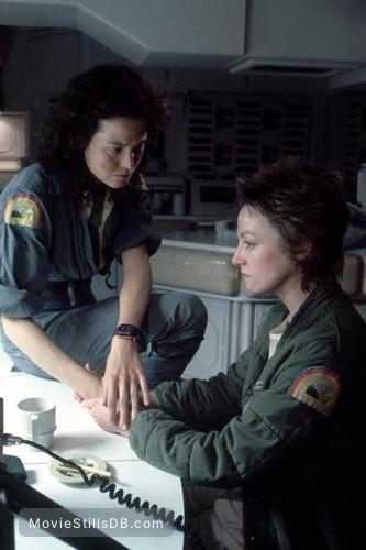Alien - Publicity still of Sigourney Weaver & Veronica Cartwright