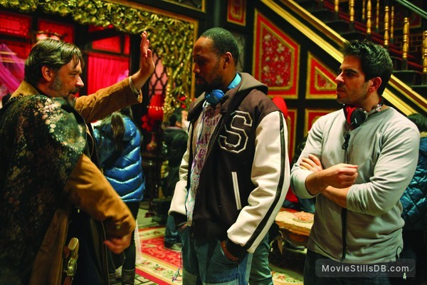 The Man with the Iron Fists - Behind the scenes photo of RZA, Russell Crowe & Eli Roth