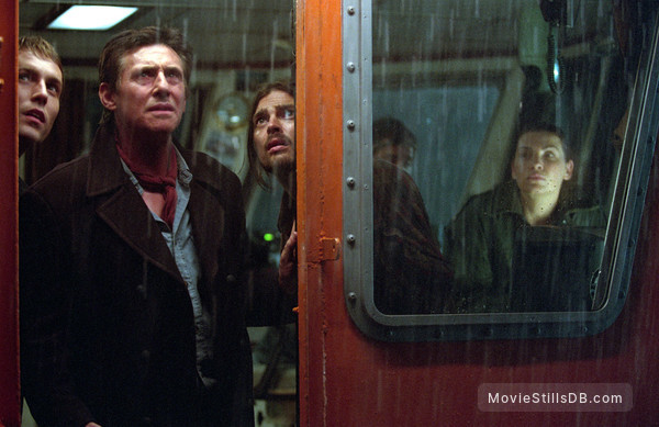 Ghost Ship - Publicity still of Desmond Harrington, Gabriel Byrne, Karl Urban & Julianna Margulies