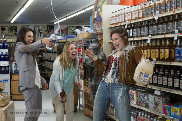 Bad Moms - Publicity still of Mila Kunis, Kristen Bell & Kathryn Hahn