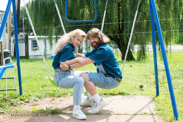 Masterminds - Publicity still of Zach Galifianakis & Mary Elizabeth Ellis