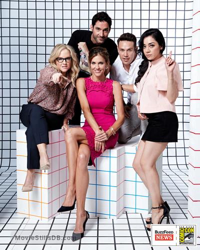 Photo Lucifer Season 3 Tricia Helfer As The Mother: Season 3 Promo Shot Of Rachael Harris & Tom Ellis