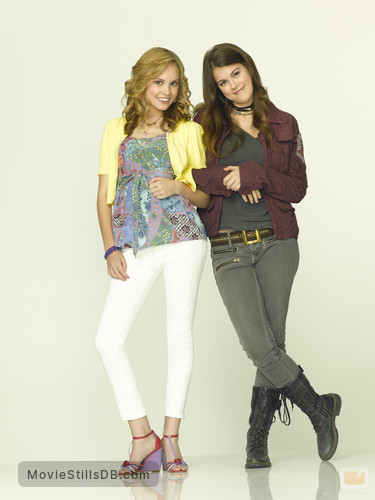 10 Things I Hate About You - Promo shot of Meaghan Jette Martin & Lindsey Shaw