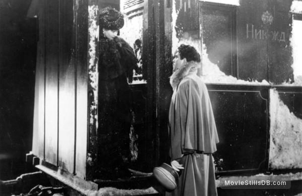 Anna Karenina - Publicity still of Vivien Leigh & Kieron Moore