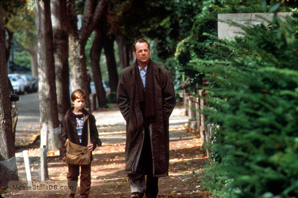 The Sixth Sense - Publicity still of Bruce Willis & Haley Joel Osment