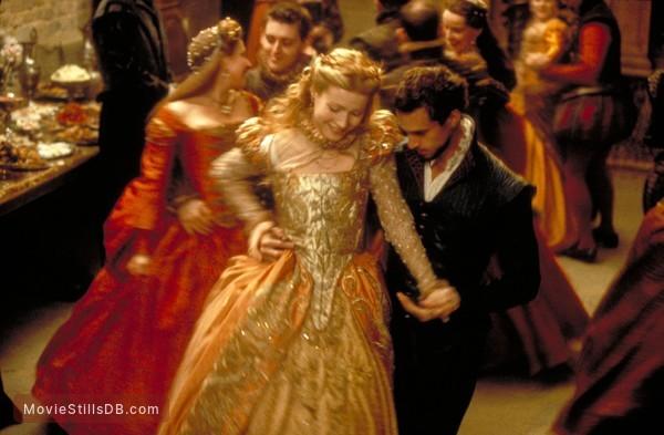 Shakespeare In Love - Publicity still of Joseph Fiennes & Gwyneth Paltrow