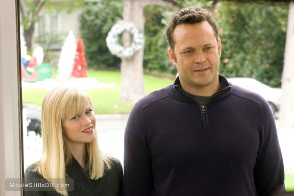 Four Christmases - Publicity still of Vince Vaughn & Reese Witherspoon