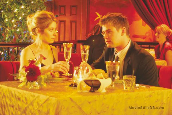 Ca$h - Publicity still of Chris Hemsworth & Victoria Profeta