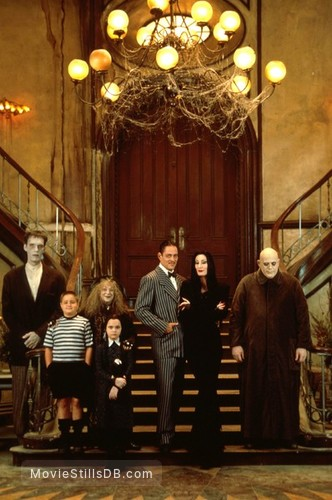 The Addams Family - Promo shot of Christina Ricci, Christopher Lloyd, Anjelica Huston, Raúl Juliá, Jimmy Workman, Carel Struycken & Judith Malina