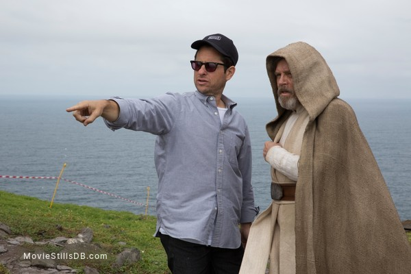 Star Wars: The Force Awakens - Behind the scenes photo of Mark Hamill & J.J. Abrams
