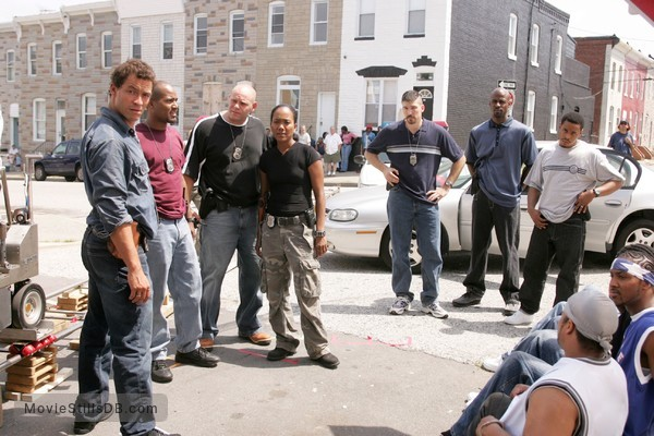 The Wire - Behind the scenes photo of Sonja Sohn, Dominic West, Seth Gilliam, Domenick Lombardozzi, Corey Parker Robinson & Benjamin Busch