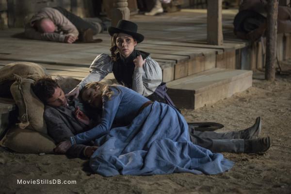 Westworld - Publicity still of Evan Rachel Wood, Shannon Woodward & James Marsden