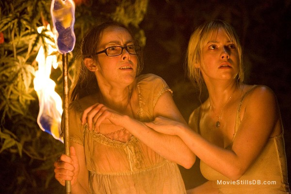 The Ruins - Publicity still of Jena Malone & Laura Ramsey