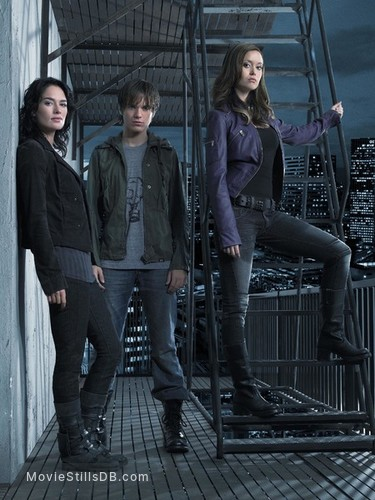 Terminator: The Sarah Connor Chronicles - Promo shot of Lena Headey, Thomas Dekker & Summer Glau