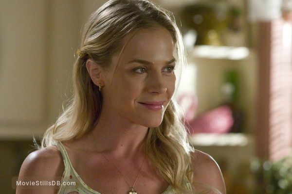 Dexter - Publicity still of Julie Benz
