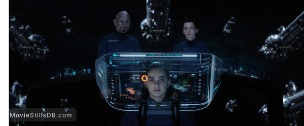 Ender's Game - Publicity still of Ben Kingsley, Asa Butterfield & Hailee Steinfeld