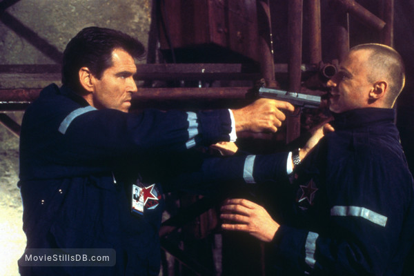 The World Is Not Enough - Publicity still of Pierce Brosnan & Robert Carlyle