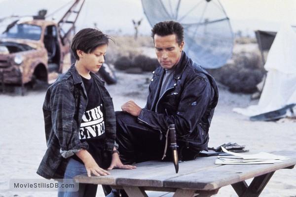 Terminator 2: Judgment Day - Publicity still of Arnold Schwarzenegger & Edward Furlong