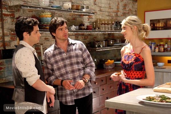 Gossip Girl - Publicity still of Matthew Settle, Taylor Momsen & Penn Badgley