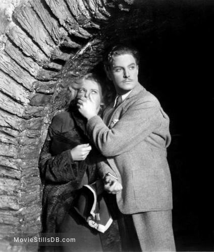 The 39 Steps - Publicity still of Madeleine Carroll & Robert Donat