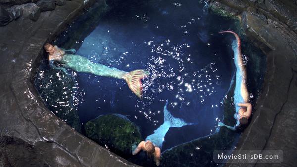 Mako Mermaids - Publicity still of Lucy Fry, Ivy Latimer & Amy Ruffle