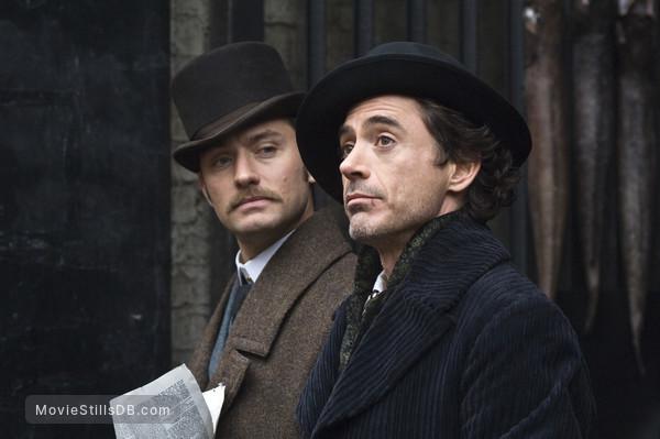 Sherlock Holmes - Publicity still of Jude Law & Robert Downey Jr.