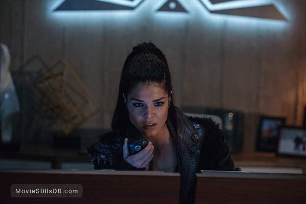 The 100 - Publicity still of Marie Avgeropoulos