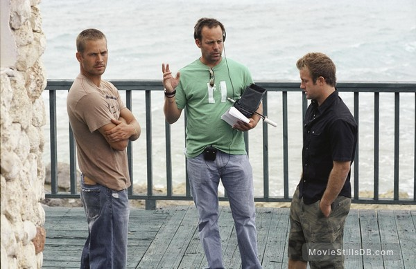 into the blue behind the scenes photo of john stockwell paul walker. Black Bedroom Furniture Sets. Home Design Ideas
