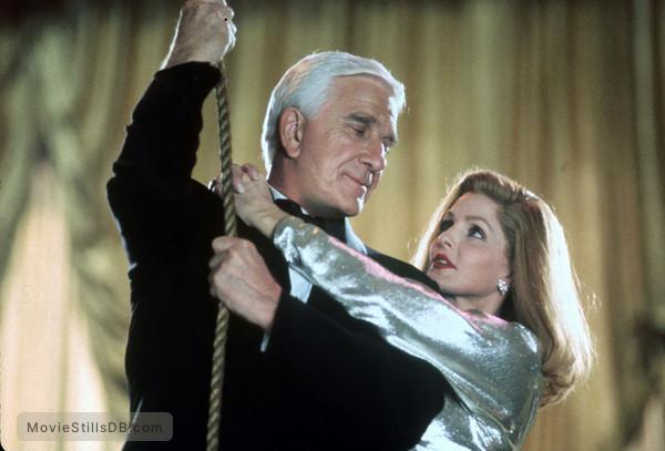 Naked Gun 33 1/3: The Final Insult - Publicity still of Leslie Nielsen & Priscilla Presley