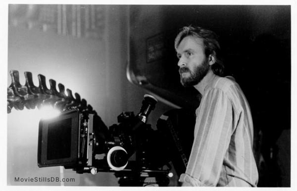 Aliens - Behind the scenes photo of James Cameron