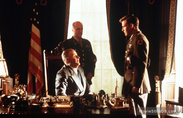 Pearl Harbor - Publicity still of Jon Voight & Ben Affleck