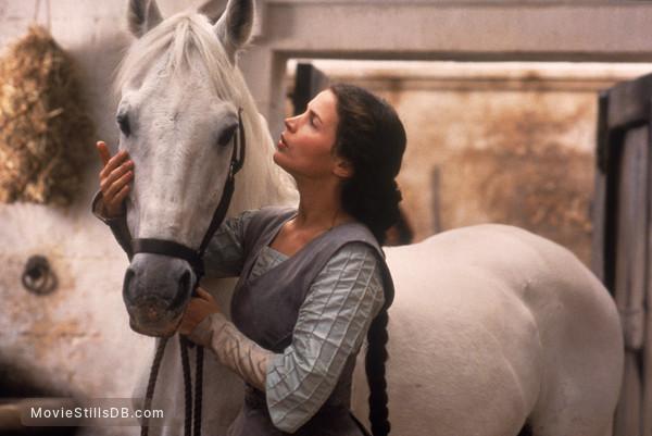 First Knight - Publicity still of Julia Ormond