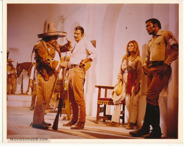 100 Rifles - Publicity still of Burt Reynolds, Raquel Welch & Jim Brown