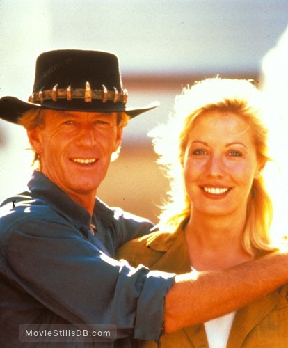Crocodile Dundee II - Publicity still of Paul Hogan & Linda Kozlowski