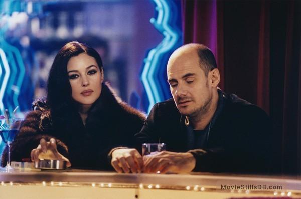Combien tu m'aimes? - Publicity still of Monica Bellucci & Bernard Campan