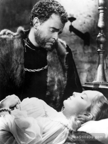 The Tragedy of Othello: The Moor of Venice - Publicity still of Orson Welles & Suzanne Cloutier