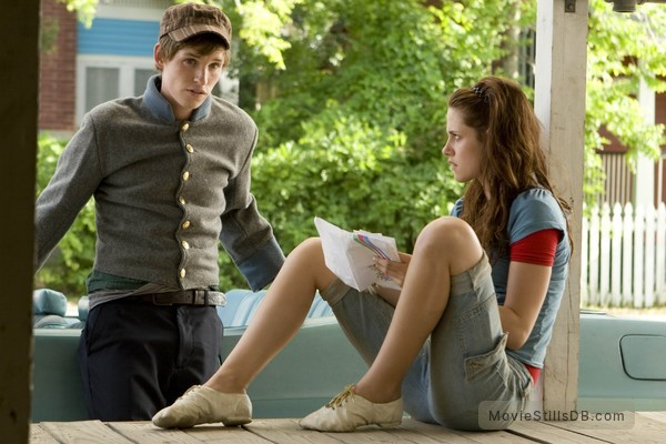 The Yellow Handkerchief - Publicity still of Kristen Stewart & Eddie Redmayne