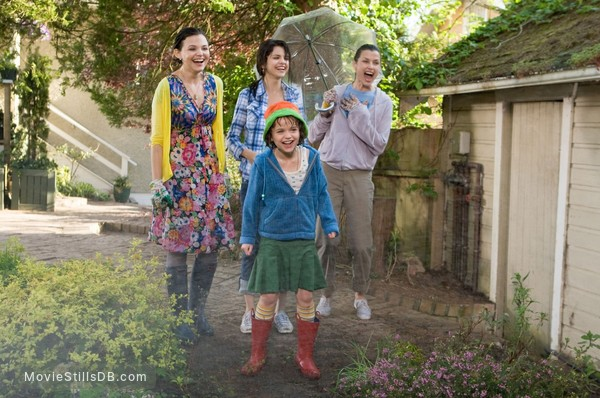 Ramona and Beezus - Publicity still of Bridget Moynahan, Ginnifer Goodwin, Selena Gomez & Joey King