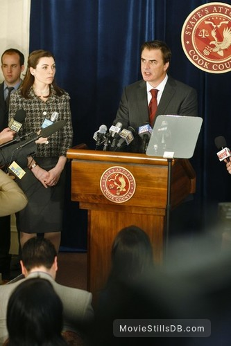 The Good Wife - Publicity still of Julianna Margulies & Chris Noth