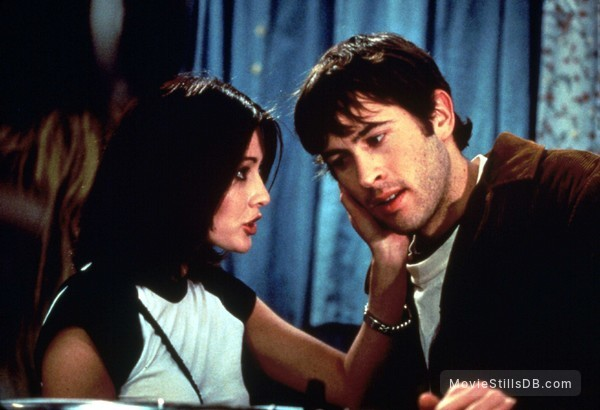 Mallrats - Publicity still of Shannen Doherty & Jason Lee