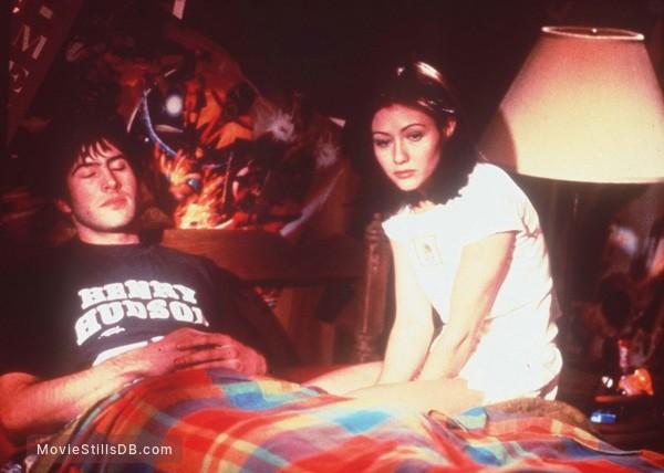 Mallrats - Promo shot of Shannen Doherty & Jason Lee
