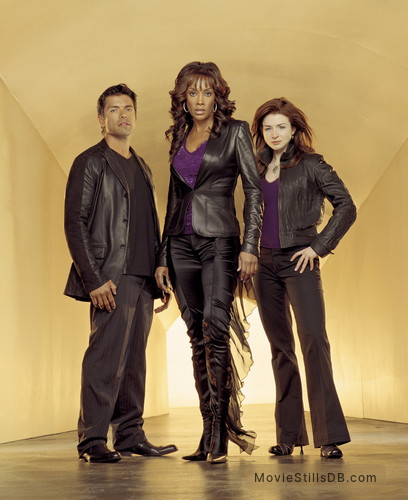 1-800-Missing - Promo shot of Caterina Scorsone, Mark Consuelos & Vivica A. Fox